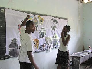 Student from Assewe learning about the great apes of Gabon © PGFV